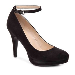 Shoes - Black Unisa pumps